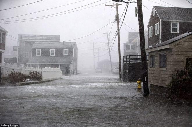 Đã lạnh hơn sao Hỏa, nước Mỹ còn gánh chịu thêm lũ lụt, nước lẫn băng đá ngập nóc nhà 15