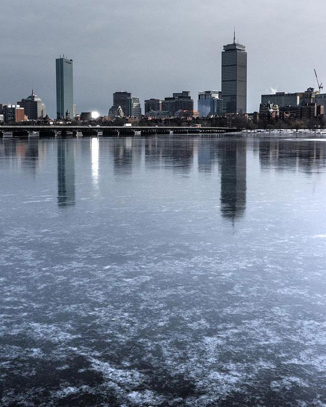 16 cảnh đóng băng giúp bạn thấu hiểu sức mạnh dữ dội của giá lạnh trời Tây - Ảnh 15.