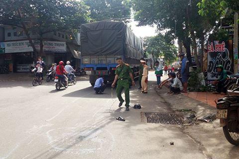 TNGT nghiêm trọng: Bị xe tải kéo lê, 1 người tử vong 1