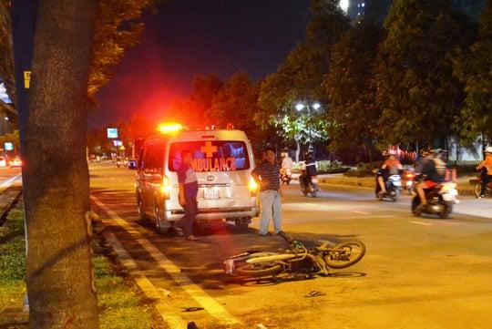 Hình ảnh Phát hiện thi thể nam công nhân bên cạnh chiếc xe máy hỏng trên đại lộ số 1