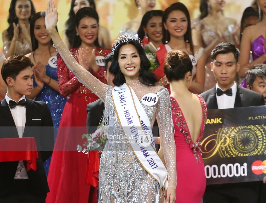 Hoàng Thùy suýt bật khóc: