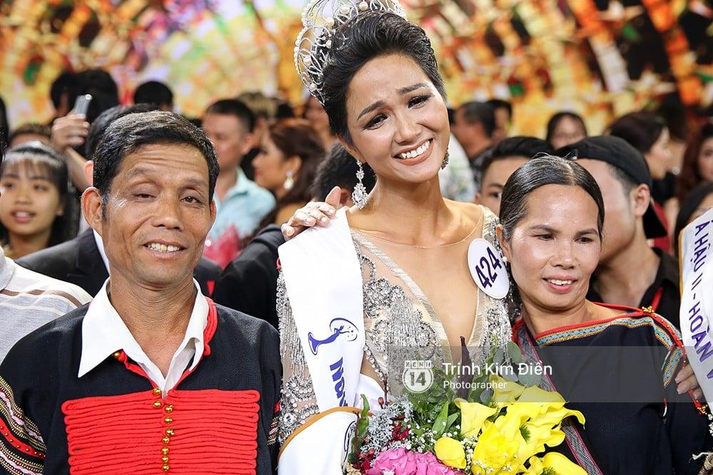 Rớt nước mắt trước gia cảnh nghèo khó của tân Hoa hậu Hoàn vũ HHen Niê 2