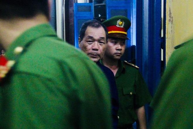 Chùm ảnh Trầm Bê mỏi mệt, Phạm Công Danh bật khóc ngày đầu xử đại án thiệt hại 6.000 tỷ 6