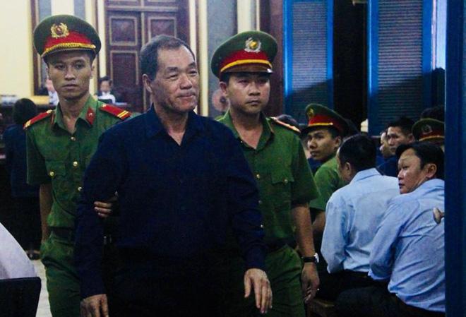 Chùm ảnh Trầm Bê mỏi mệt, Phạm Công Danh bật khóc ngày đầu xử đại án thiệt hại 6.000 tỷ 7