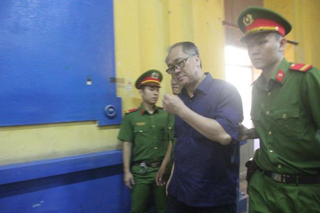 Chùm ảnh Trầm Bê mỏi mệt, Phạm Công Danh bật khóc ngày đầu xử đại án thiệt hại 6.000 tỷ 8