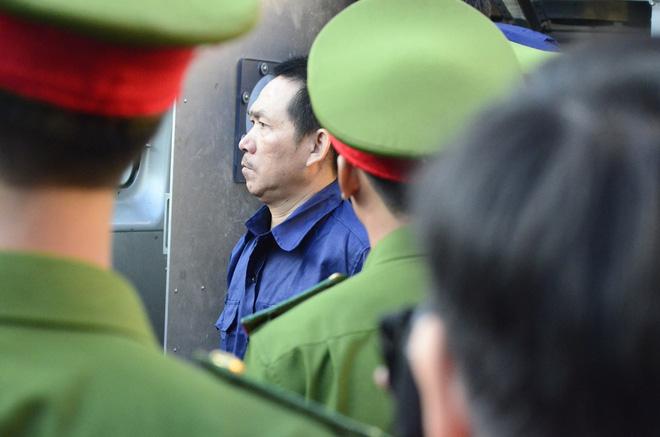 Chùm ảnh Trầm Bê mỏi mệt, Phạm Công Danh bật khóc ngày đầu xử đại án thiệt hại 6.000 tỷ 4