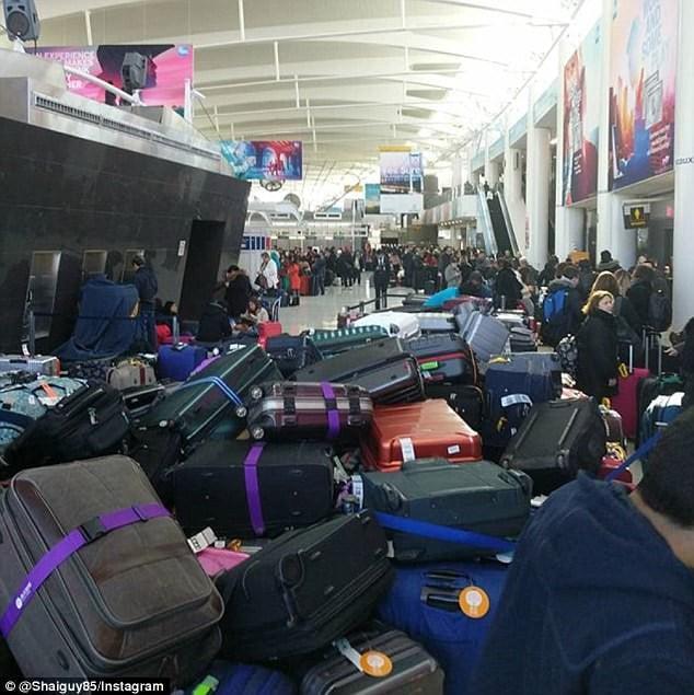 Khung cảnh hỗn loạn tại sân bay JFK sau