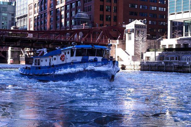 Câu chuyện 2 bán cầu: sông Chicago, Mỹ đóng băng dưới cái lạnh -50 độ C, Sydney nắng nóng kỷ lục 47 độ C, cao nhất 79 năm qua 2