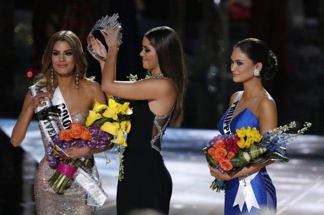 Lời nguyền không bao giờ dứt với các hoa hậu: Cứ đăng quang là sẽ bị chế ảnh miệt mài 18