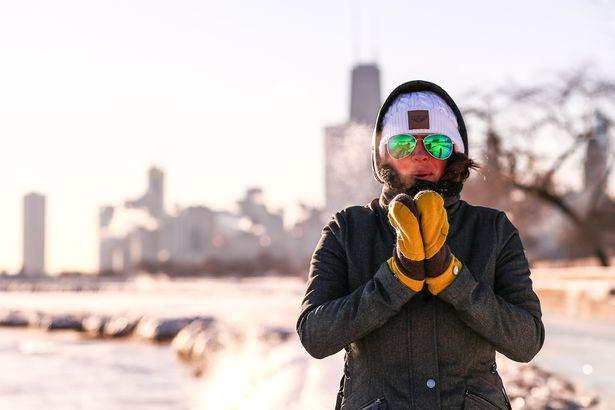 Câu chuyện 2 bán cầu: sông Chicago, Mỹ đóng băng dưới cái lạnh -50 độ C, Sydney nắng nóng kỷ lục 47 độ C, cao nhất 79 năm qua 8