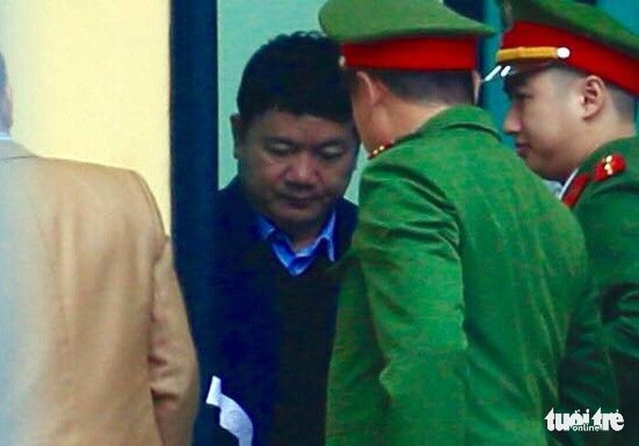 Xe đặc chủng đưa ông Đinh La Thăng, Trịnh Xuân Thanh đến tòa, bắt đầu phiên xét xử 3