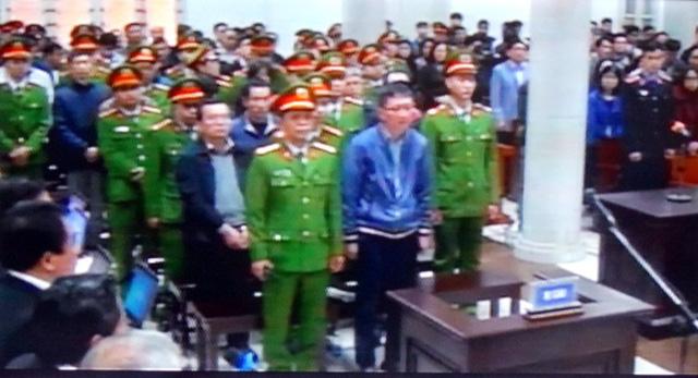 Những hình ảnh đầu tiên của ông Đinh La Thăng, Trịnh Xuân Thanh trong ngày đầu xét xử 4