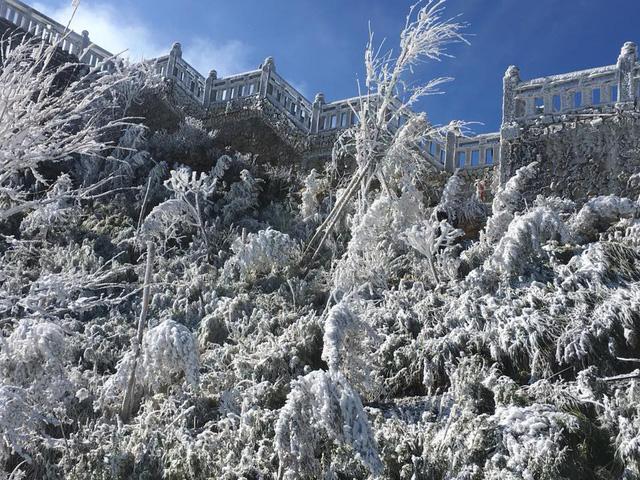 Đêm nay mưa tuyết, băng giá có thể xuất hiện ở Fansipan 1