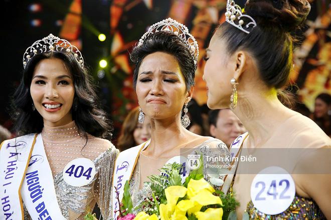 HHen Niê lần đầu trả lời phỏng vấn sau đăng quang: Đi thi cuộc thi lớn không có nhiều tiền tôi cũng lo, nhưng tính tôi không ngại, thiếu gì mượn đó 7