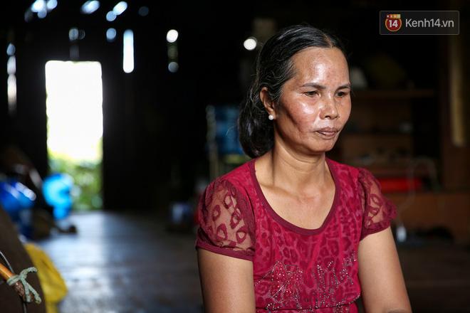 Mẹ HHen Niê rơi nước mắt kể về thời gian con gái đi làm thuê, mặc đồ