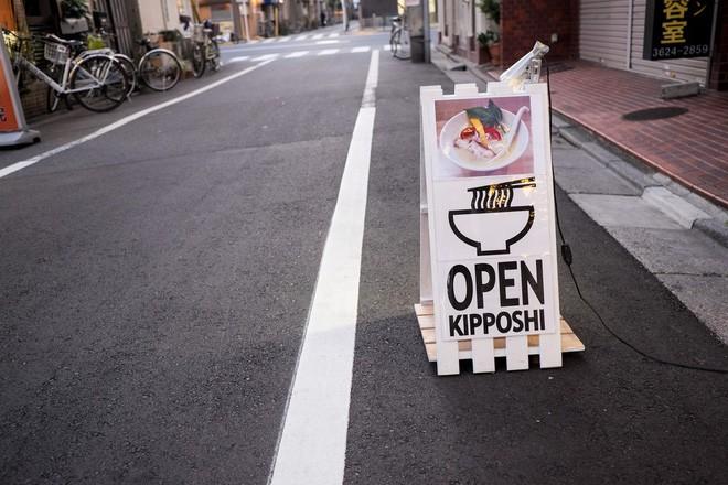 Độc đáo tô mì 'xanh lè' ở Nhật Bản mới nhìn qua cứ tưởng là trò đùa 2