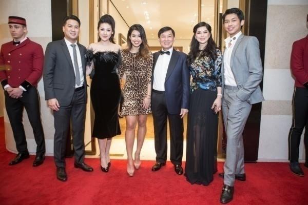Tú Anh công khai xuất hiện cùng gia đình Phillip Nguyễn giữa tin đồn hẹn hò 1