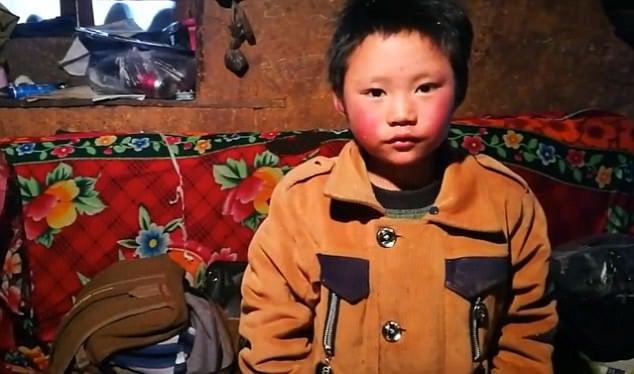 Hình ảnh Cậu bé TQ bị đóng băng toàn bộ tóc vì trời giá rét số 3