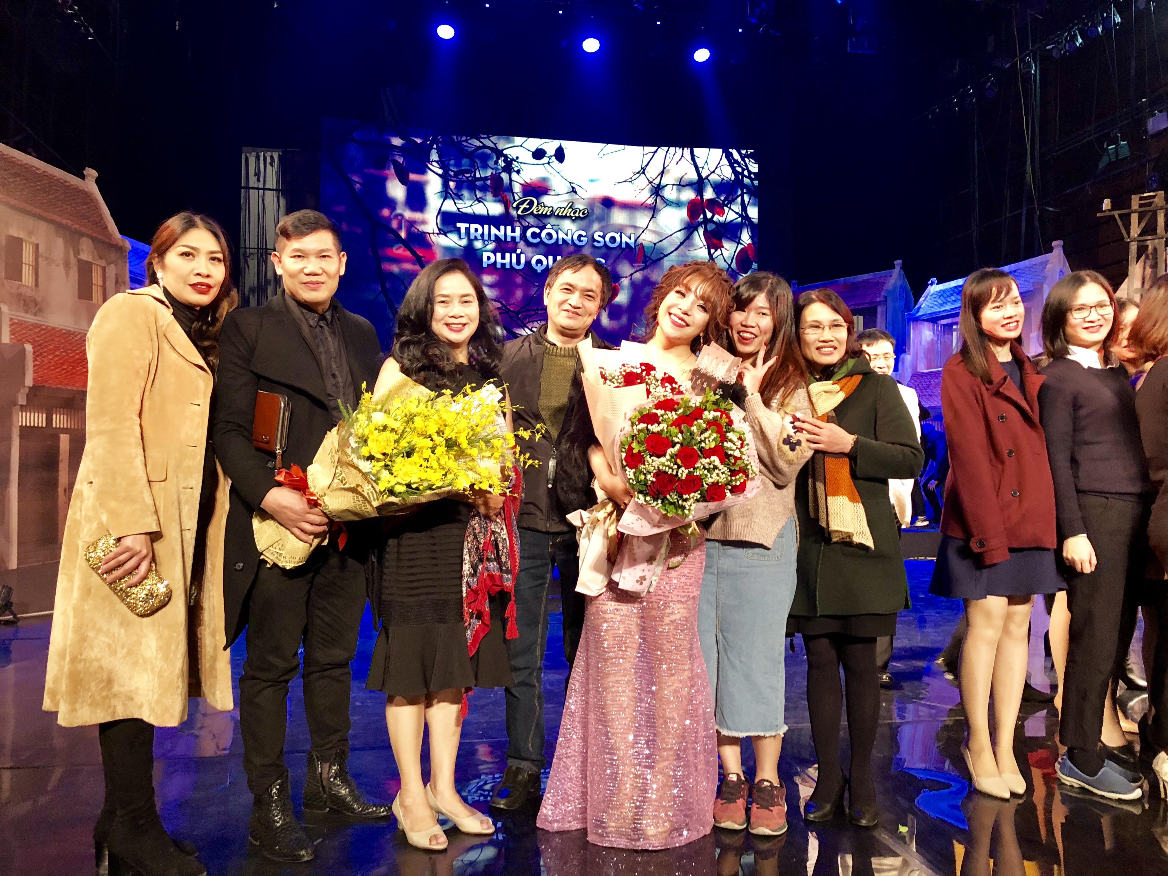 Hình ảnh Minh Chuyên công phá nhạc Phú Quang, đón sinh nhật đặc biệt số 3
