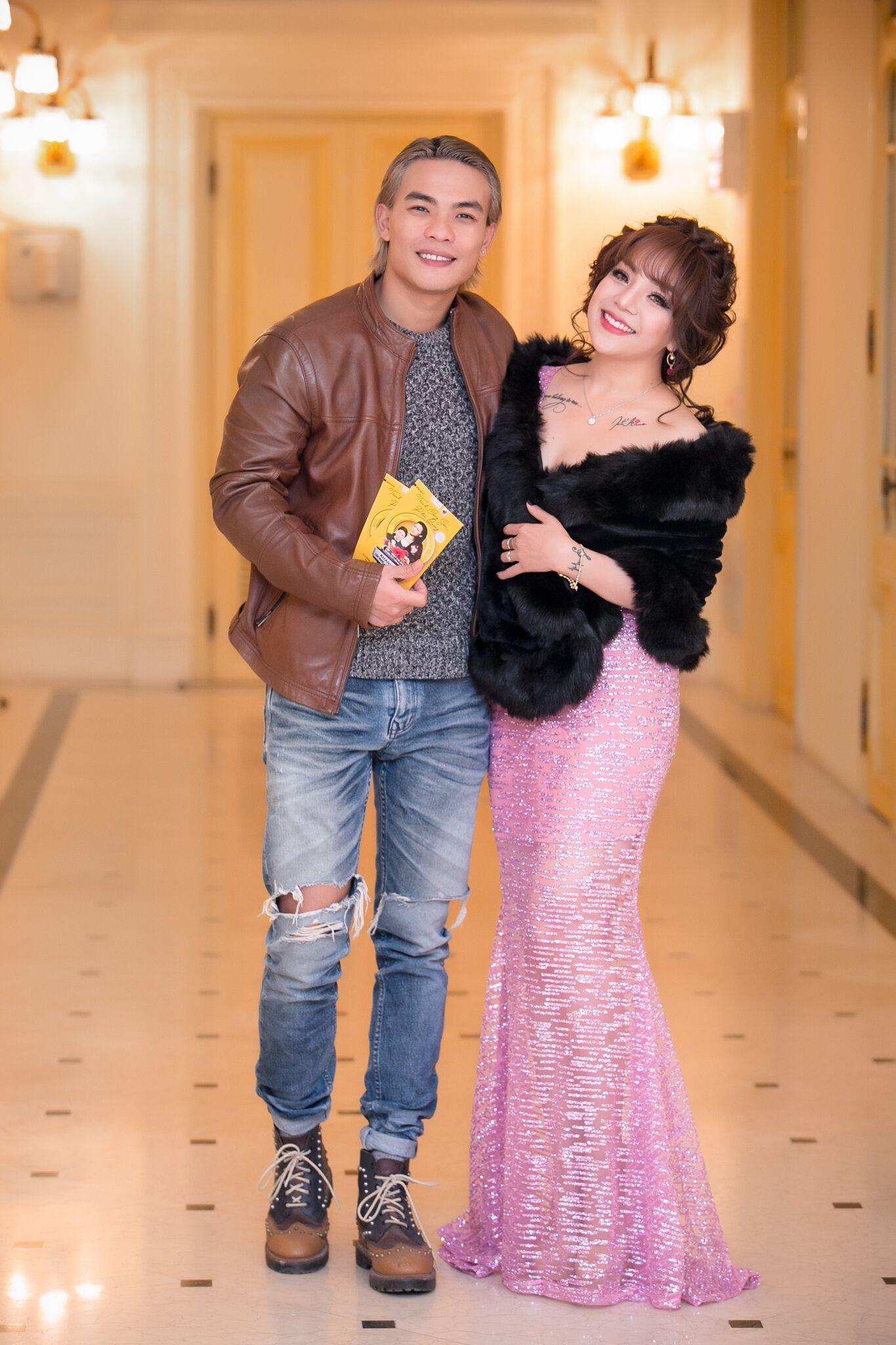 Hình ảnh Minh Chuyên công phá nhạc Phú Quang, đón sinh nhật đặc biệt số 6
