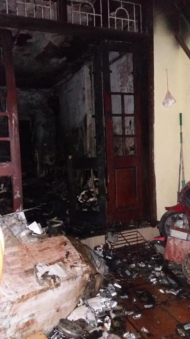 Hà Nội: 4 mẹ con thoát chết may mắn nhờ chạy lên tầng thượng khi cháy  2