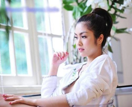 Ngọc Trinh, Tăng Thanh Hà thản nhiên thay váy trước mặt đồng nghiệp 1