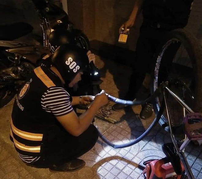 Bị tố sàm sỡ phụ nữ, đội SOS vá xe miễn phí ở Sài Gòn nói