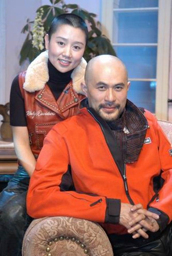 Chuyện tình như cổ tích và hành động khó tin của vợ 'ông vua phim cấp ba Hong Kong' 4