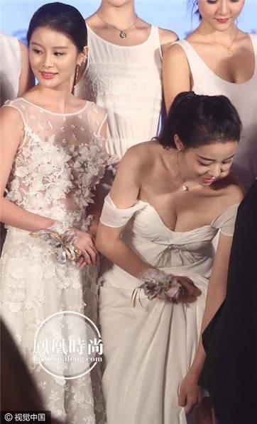 1000 mỹ nữ lưng trần nuột nà tắm suối gây mê mẩn trong phim chiếu Tết 5
