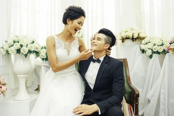 Khăng khăng chưa lấy chồng dù bị bố mẹ ép nhưng HHen Niê lại lộ ảnh cưới khiến dân mạng ngỡ ngàng 1