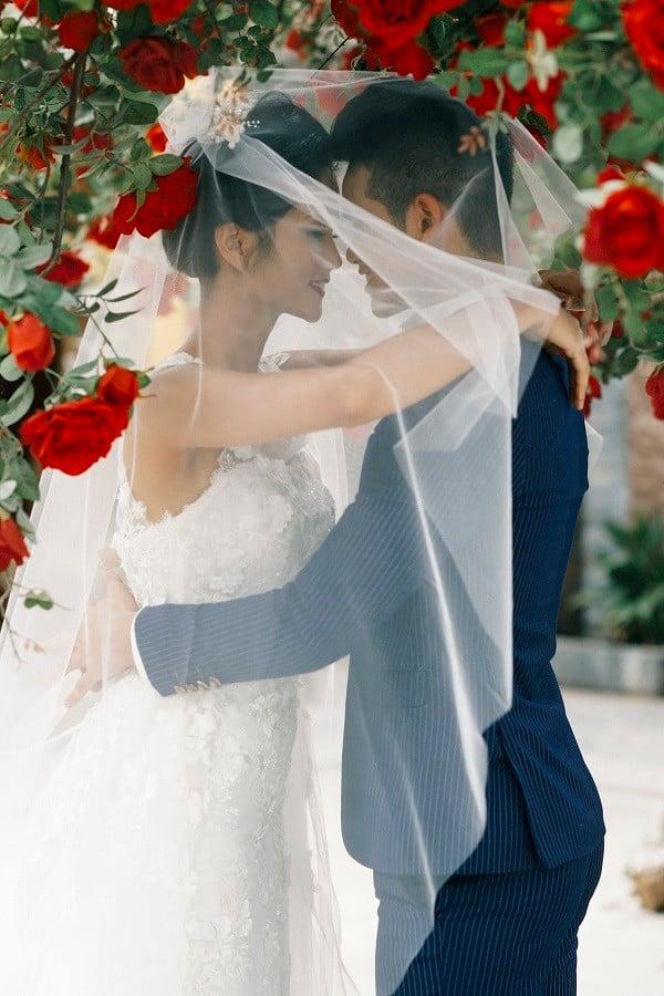 Hình ảnh Khăng khăng chưa lấy chồng dù bị bố mẹ ép nhưng HHen Niê lại lộ ảnh cưới khiến dân mạng ngỡ ngàng số 3