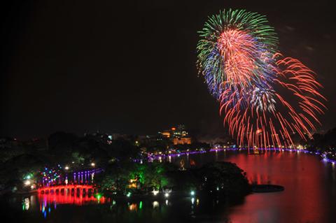 Hình ảnh Hà Nội bắn pháo hoa dịp Tết Nguyên đán 2018 số 1