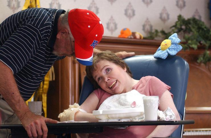 20 năm chìm trong hôn mê, đến khi tỉnh dậy, cô gái nói cho gia đình nghe một sự thật khiến y học kinh ngạc - Ảnh 5.
