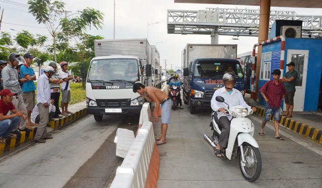 Hình ảnh Sau giảm phí, tài xế tiếp tục gây hỗn loạn tại trạm BOT Sóc Trăng số 1