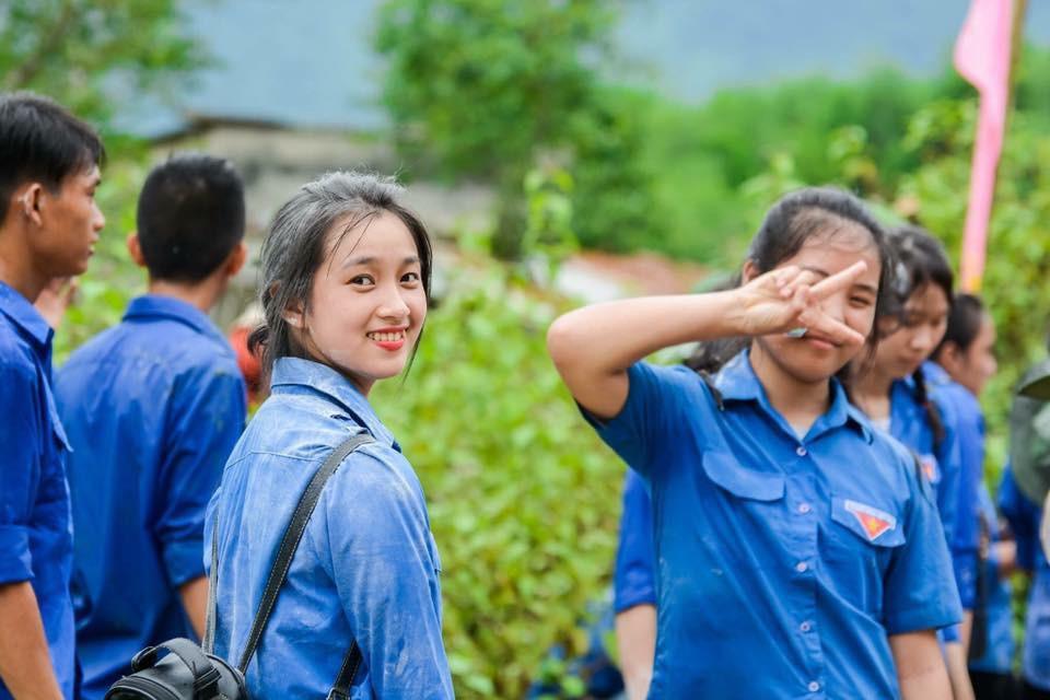 Nữ công an viên Đà Nẵng bất ngờ nổi tiếng vì xinh như hot girl - Ảnh 4.