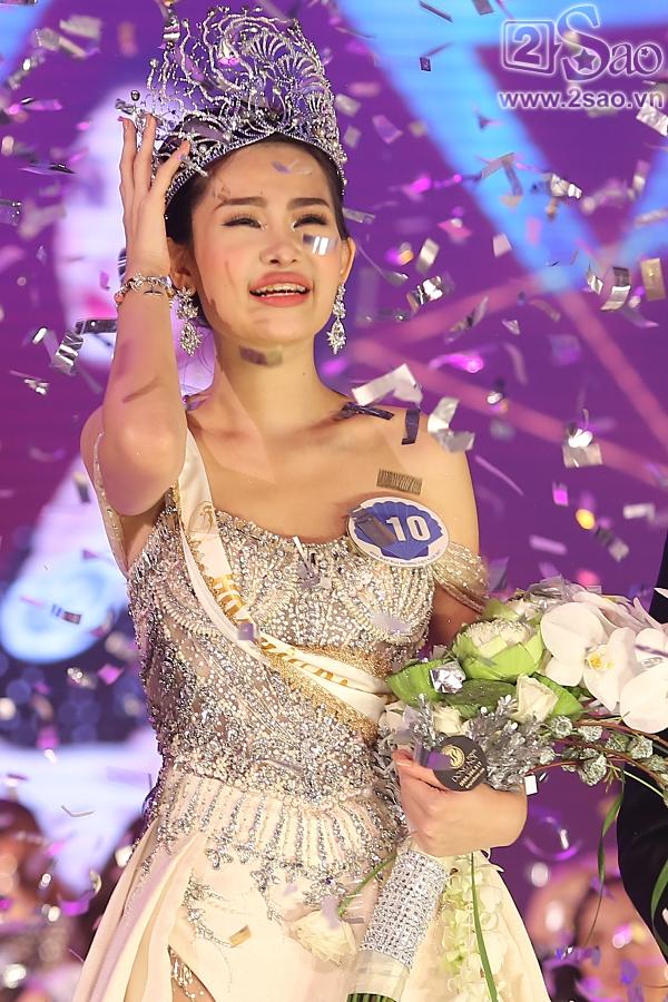 Hình ảnh Tân Hoa hậu Đại dương ngất xỉu sau đề nghị tước vương miện từ Cục NTBD số 2