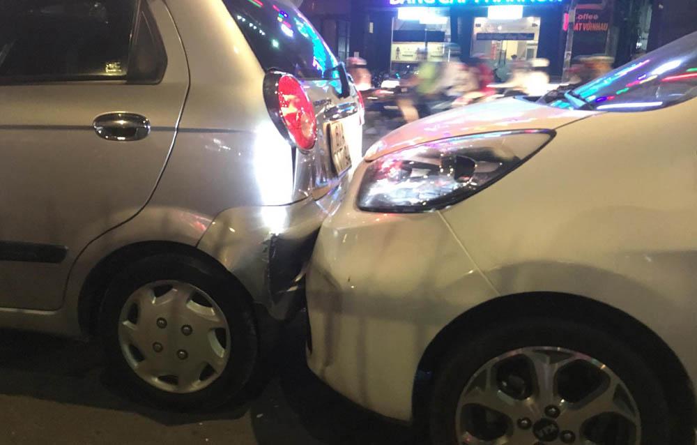 6 ô tô tông nhau liên hoàn trên phố Sài Gòn 2