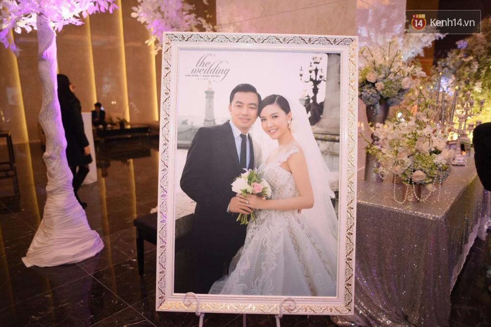 Cập nhật: Ngọc Duyên cực xinh đẹp, hạnh phúc sánh đôi bên ông xã hơn 18 tuổi trong tiệc cưới xa hoa tại Hà Nội 5