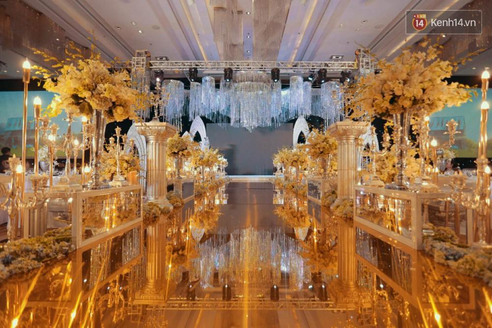 Cập nhật: Ngọc Duyên cực xinh đẹp, hạnh phúc sánh đôi bên ông xã hơn 18 tuổi trong tiệc cưới xa hoa tại Hà Nội 6