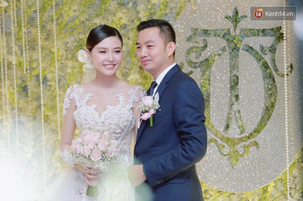 Cập nhật: Ngọc Duyên cực xinh đẹp, hạnh phúc sánh đôi bên ông xã hơn 18 tuổi trong tiệc cưới xa hoa tại Hà Nội 3