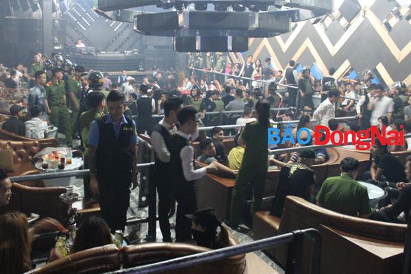 Hình ảnh Công an đột kích quán bar, phát hiện hàng chục dân chơi phê ma túy số 1