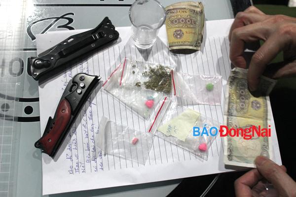 Hình ảnh Công an đột kích quán bar, phát hiện hàng chục dân chơi phê ma túy số 6