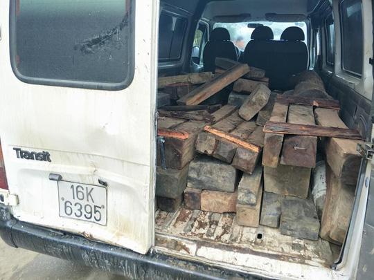 Kiểm lâm rượt đuổi xe chở gỗ lậu trong đêm như phim hành động 1