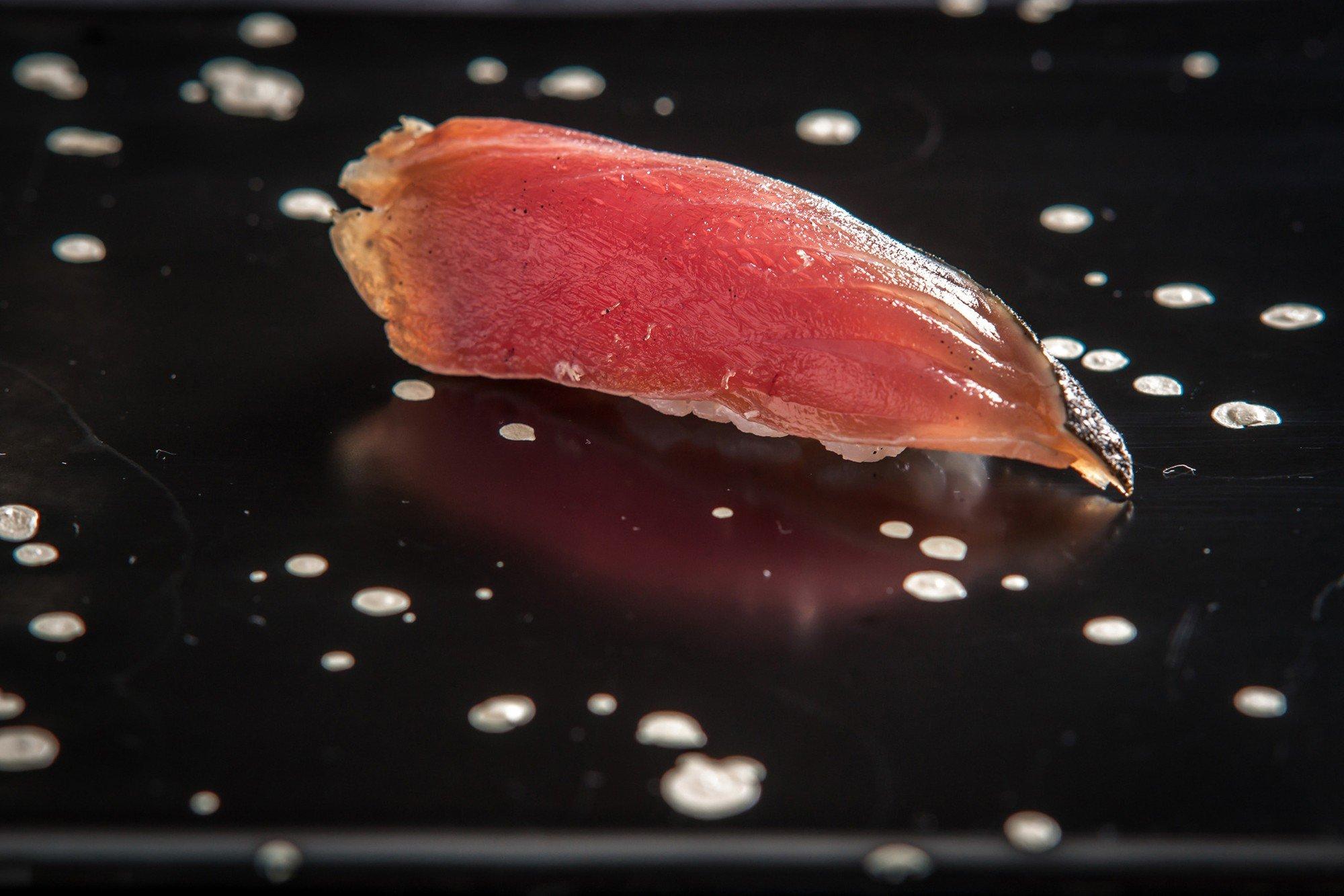 Từ thứ nguyên liệu để ướp cá rồi vứt đi, món ăn này đã trở nên nổi tiếng toàn cầu với giá cực chát - Ảnh 2.