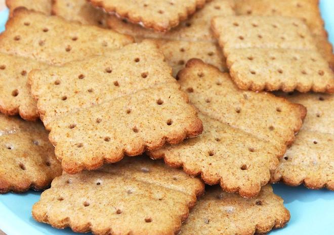 Vì sao hầu hết bánh quy đều tồn tại những chiếc lỗ nhỏ li ti? Lý do hoàn toàn bất ngờ 2