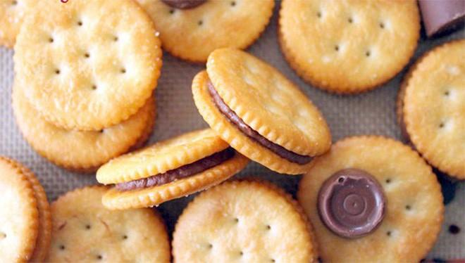 Vì sao hầu hết bánh quy đều tồn tại những chiếc lỗ nhỏ li ti? Lý do hoàn toàn bất ngờ 3