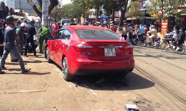 Ôtô điên lao vào chợ gây tai nạn liên hoàn, 3 người thương vong 2