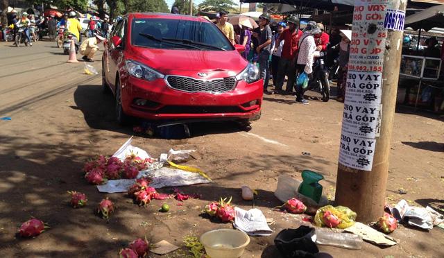 Ôtô điên lao vào chợ gây tai nạn liên hoàn, 3 người thương vong 1