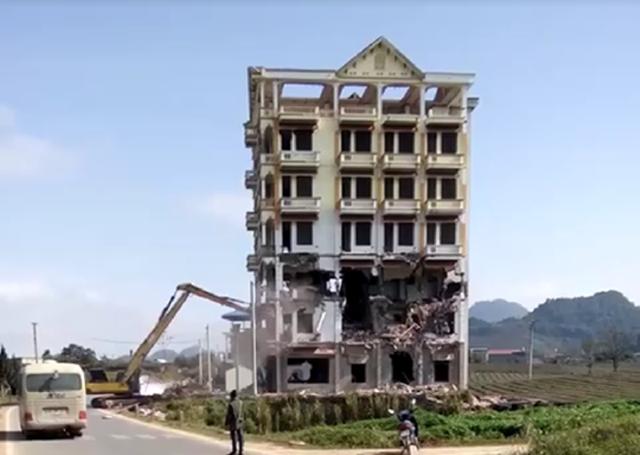 Phá hủy tòa nhà
