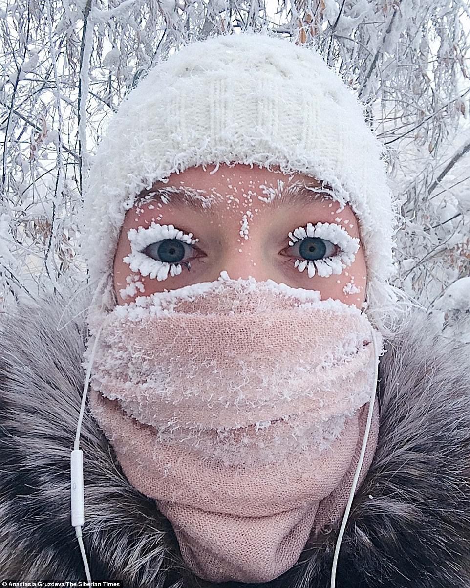 Lạnh vài độ đã ăn thua gì, ngôi làng này lạnh tới -67 độ C đây: Lông mi đóng băng, cá không cần cho vào tủ lạnh cũng 'hóa đá' 1